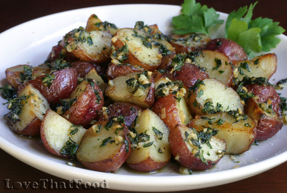 Roasted Small Red Potatoes with Garlic and Thyme